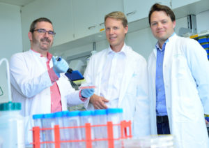 Dr. Jasper van den Boorn, Prof. Dr. Gunther Hartmann and Prof. Dr. Veit Hornung in the lab of the Institute of Clinical Chemistry and Clinical Pharmacology at the University Hospital Bonn. © Photo: Rolf Müller/Ukom UKB